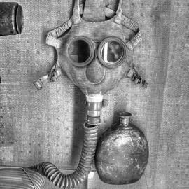Gas Mask W W I  v2 by John Straton