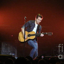 Gary Gingrich Galleries - Hunter Hayes - 7803