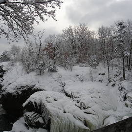 Sarah Lamoureux - Indian Leap in Winter