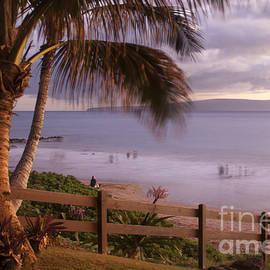 Kai Makani Hoohinuhinu O Kamaole - Kihei Maui Hawaii by Sharon Mau