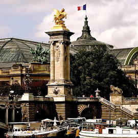 Le Grand Palais by Ira Shander