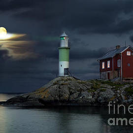 Ladi  Kirn - Lighthouse and Moonlight