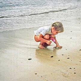 Hanny Heim - Little Girl on the Beach