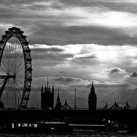 London Silhouette by Jorge Maia