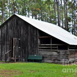 Lowe Barn by Carol  Bradley