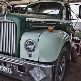 Douglas Barnard - Mack Truck V4