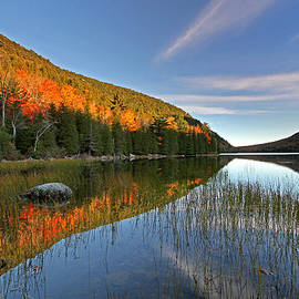 Juergen Roth - Maine Fall Foliage Glory at Bubble Pond