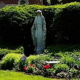 Marcelle Bartolo-Abela - Mary Garden