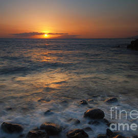 Maui on the Rocks by Mike  Dawson