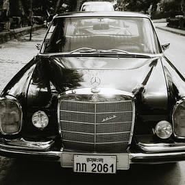 Mercedez Benz by Shaun Higson