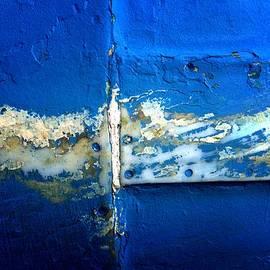 Newel Hunter - Metal in Vivid Blue