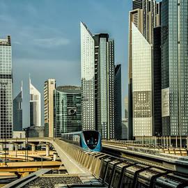 Metro in Dubai by Christine Czernin-Morzin