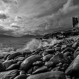 DM Photography- Dan Mongosa - Minard Castle on Storm Beach -black and white