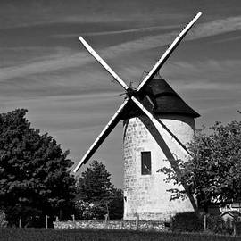 Eric Tressler - Moulin in Black and White