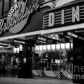 Miriam Danar - Brooklyn Diner - New York at Night