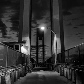 Georgina Gomez - New York Bridge