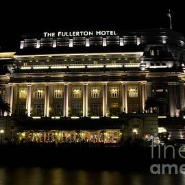 Night shot of Fullerton Hotel building in Singapore River's Boat Quay  by Imran Ahmed