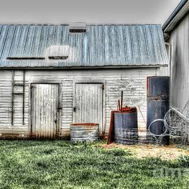 Old Barneys Barn by Doc Braham