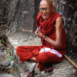 Old buddhist monk  by RicardMN Photography