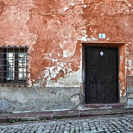 RicardMN Photography - Old house over cobbled ground