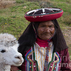 Dan Hartford - Old woman and Alpaca