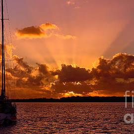 Geoff Childs - Orange Rays ocean Sunrise. wallpaper screensaver and photo download.