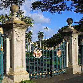 Palace Gates by Linda Phelps