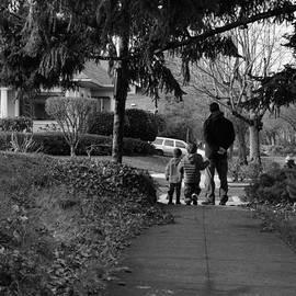 Papa Wait Family Outing by Michele Avanti