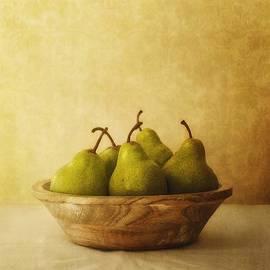 Priska Wettstein - Pears In A Wooden Bowl