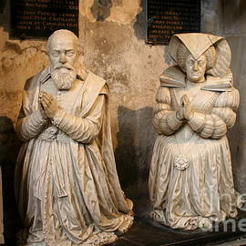 Christiane Schulze Art And Photography - Pierre Jeannin And His Wife Sculpture Cathedral Autun