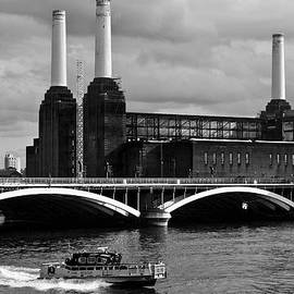 Pink Floyd's Pig At Battersea by Dawn OConnor