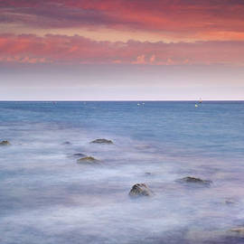 Guido Montanes Castillo - Pink sunset at the mediterranean