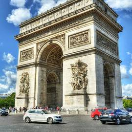 Place Charles De Gaulle 2 by Mel Steinhauer