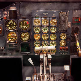 Mike Savad - Plane - Cockpit - Boeing 727 - The controls are set