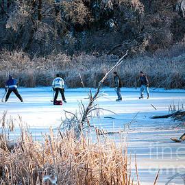 Les Palenik - Game of pond hockey