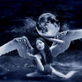 Mayumi Yoshimaru - playing with the Moon