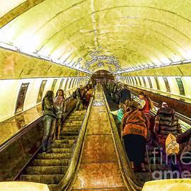 Justyna JBJart - Prague - metro