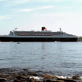 George Cousins - Queen Mary 2 Halifax 2004