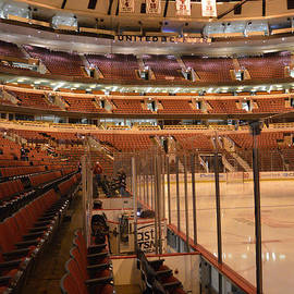 Thomas Woolworth - Quite Time Chicago United Center Before The Gates Open Vertical