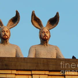 Michael Hoard - Rabbit People On The Roof In New Orleans