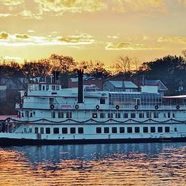 Cynthia Guinn - Riverboat At Sunrise