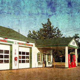 Thomas Woolworth - Route 66 Gas Station