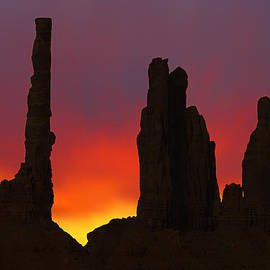 Mike McGlothlen - Silhouette of Totem Pole After Sunset - Monument Valley