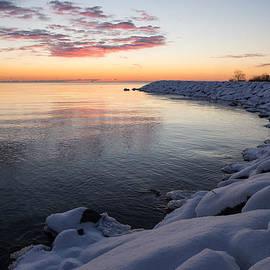 Georgia Mizuleva - Snowy Pink Dawn on the Lake