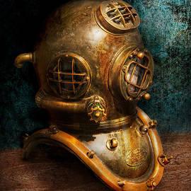 Mike Savad - Steampunk - Diving - The diving helmet