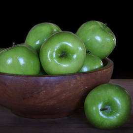 Nikolyn McDonald - Still Life with Green Apples