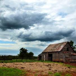 Toni Hopper - Storms loom over Barn on the Prairie