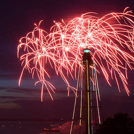 Jeff Folger - Streams of red fireworks burst over the Marblehead lighthouse