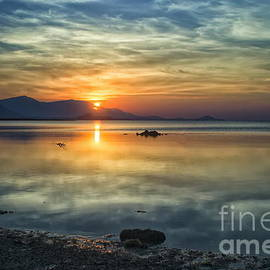 Sun Reflection by Michelle Meenawong