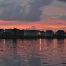 Cynthia Guinn - Sunrise Over Cape Fear River